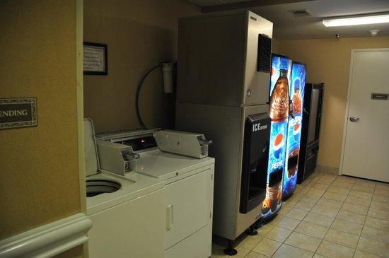Comfort Suites Elizabethtown : Washer and Vending