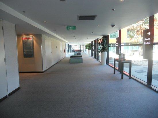 SKYCITY Hotel : Wide hallways