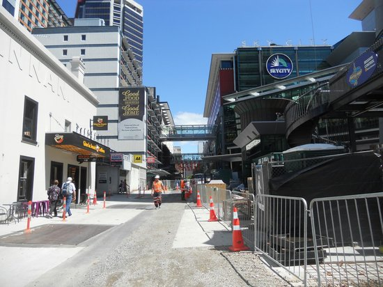 SKYCITY Hotel: Construction outside the hotel