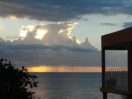 Villa Cofresi Hotel: sunset after storm