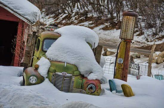 Four Mile Creek Bed and Breakfast : Old truck and gas pump by the barn.