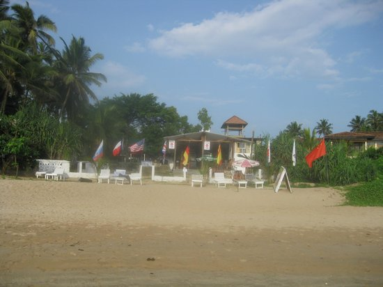 Latheena Resort: Hotel and restaurant fronting the beach
