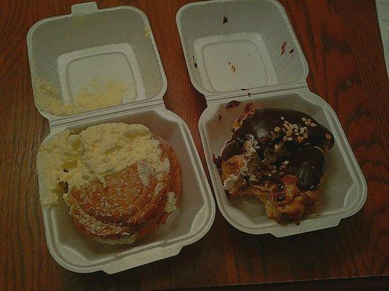 Schmidt's Restaurant und Sausage Haus: Vanilla and Peanut Butter Fudge Cream Puff