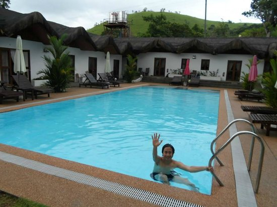 Sunz En Coron Resort: pool area in the day