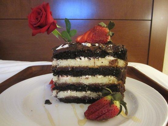 Mardi Gras Casino: Room service's Chocolate Torte Cake