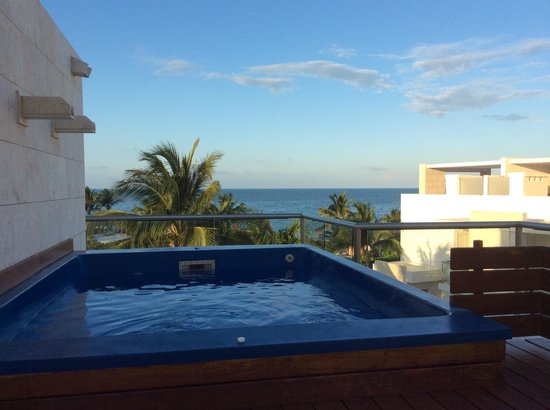 Beloved Playa Mujeres: Another view from 2nd floor of Bella 4 (note ocean in the view)
