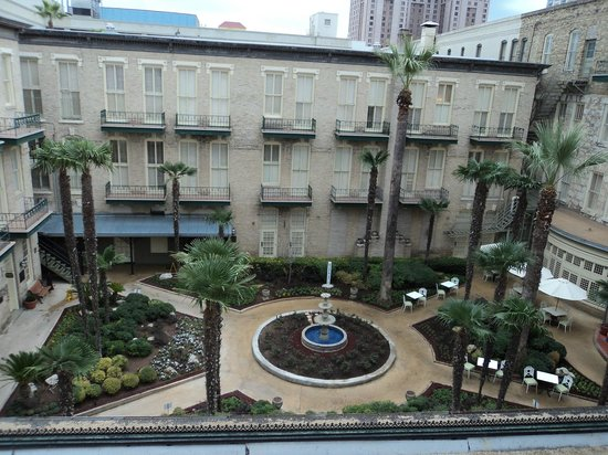 Menger Hotel : Courtyard view from our window