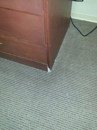 Airport Inn : Their furniture is trashed and no attempt at repair