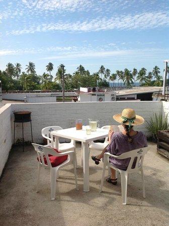 Bed & Pizza- youth hostel: Desayuno en la terraza