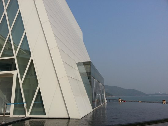Auberge Discovery Bay Hong Kong : romantic church is inside the hotel