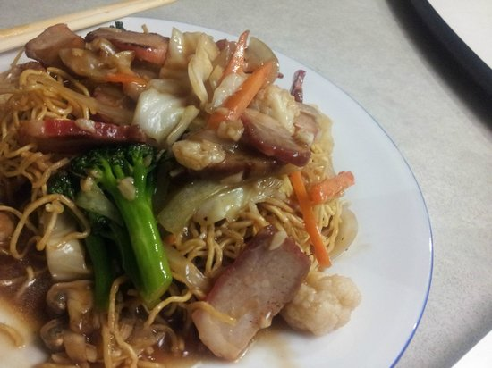 Lakeside Palace Chinese Restaurant : bbq pork fried noodles