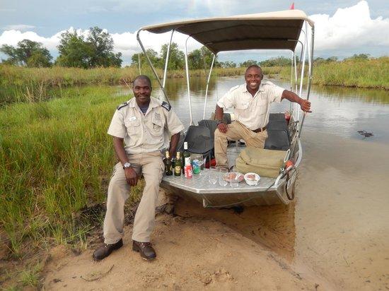 Camp Okavango : Refreshemnts, Boating Safari