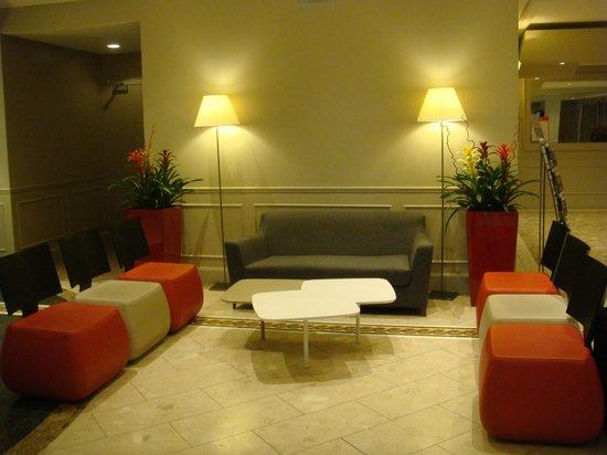 Mercure Lyon Centre Saxe Lafayette: Hotel lobby