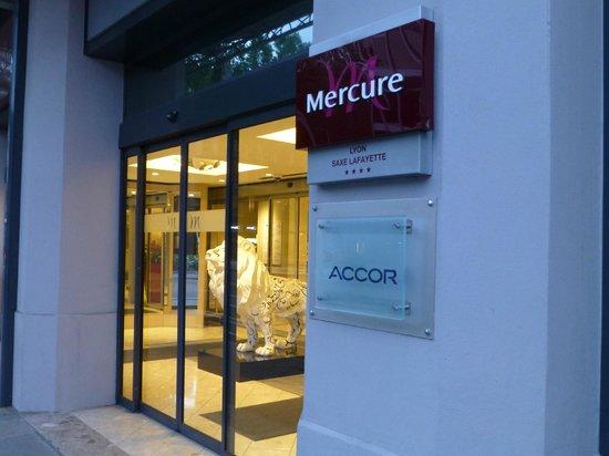 Mercure Lyon Centre Saxe Lafayette: Hotel entrance