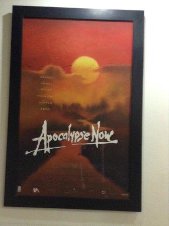 โรงแรมฮานอย รองเดซ์วูส์: original art in the cafe, of old US movie poster.