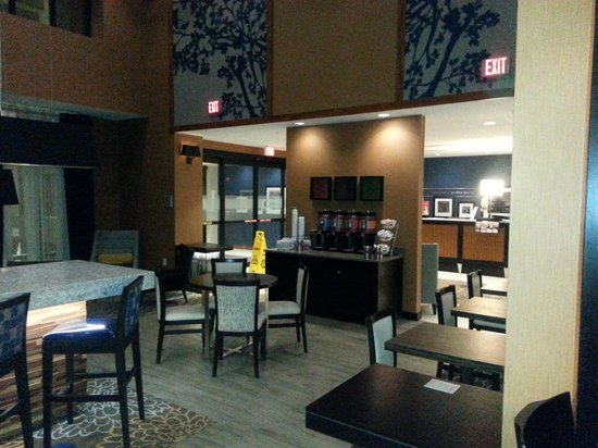 Hampton Inn & Suites Washington, DC North / Gaithersburg: Spacious Dining area