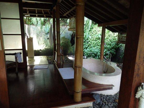 COMO Shambhala Estate : our bathroom