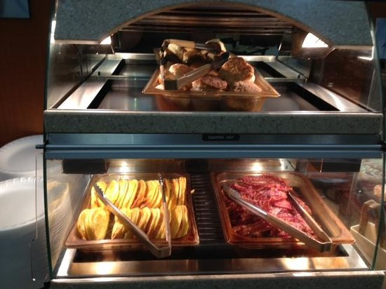 Holiday Inn Express Hotel & Suites Erie (Summit Township) : Breakfast line