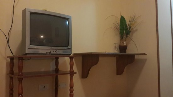 Solares Del Alto Hotel : mas de 600 pesos para tener television de tubo? muy malo