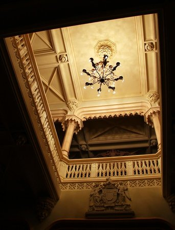 Chateau de Challain: Entrance hall ceiling