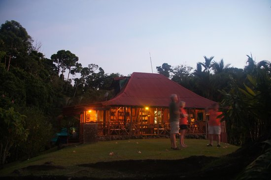 Hotel Las Caletas Lodge: Las Caletas' community, open-air dining lodge