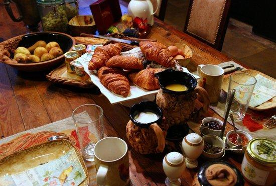 Chateau de Challain: Yummy breakfast