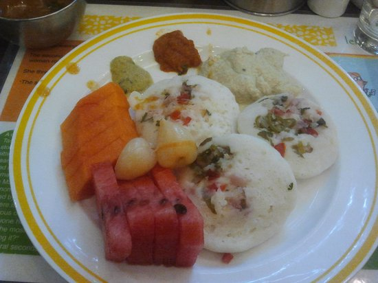 Lemon Tree Hotel, Chennai: Buffet breakfast