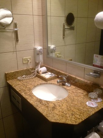Rincon del Valle Hotel & Suites: Bathroom