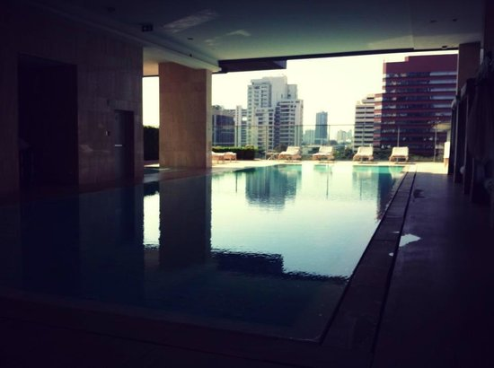 Oriental Residence Bangkok: Relaxation by the pool
