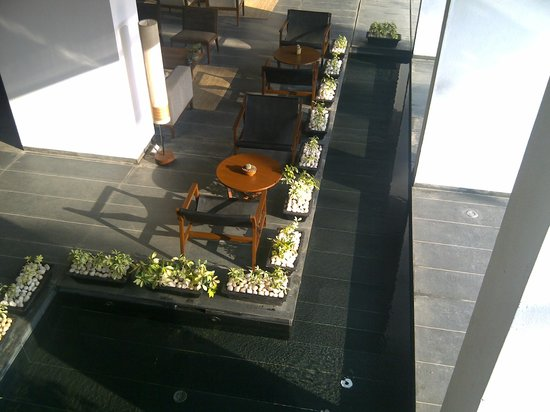 Holiday Inn Hotel & Suites Bengaluru Whitefield: Alila Bangalore - Lobby and Hotel Bar Area