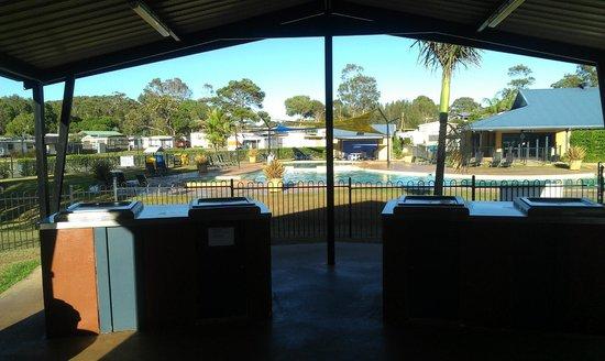 Gateway Lifestyle Beachfront Hallidays Point : BBQ Area