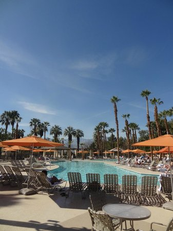 Marriott's Desert Springs Villas II: Nice common areas and pool.