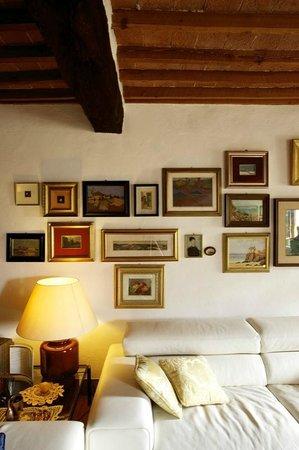 La casa di Adelina Charming House: I genitori di Francesco sono Artisti, bellissimi gli acquarelli di Adelina