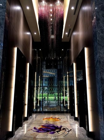 Carlton City Hotel Singapore : lift lobby
