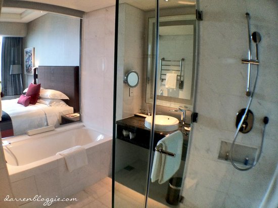 Carlton City Hotel Singapore : bathroom