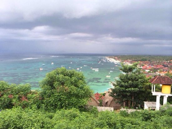 Lembongan Harmony Villas: Storm rolling in over the Island.