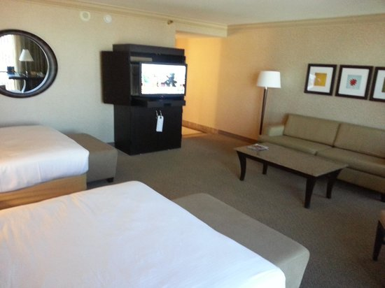 Rio All-Suite Hotel & Casino: standard suite with two beds, sofabed