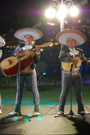 Grand Isla Navidad Resort : Great music at the Mexican Fiesta
