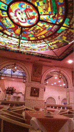 Casa Blanca Restaurant: Interior