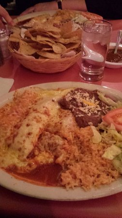Casa Blanca Restaurant: Large portions