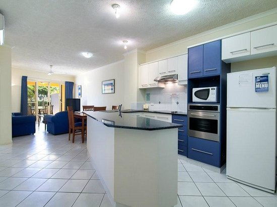 North Cove Waterfront Suites : Full self catering kitchens