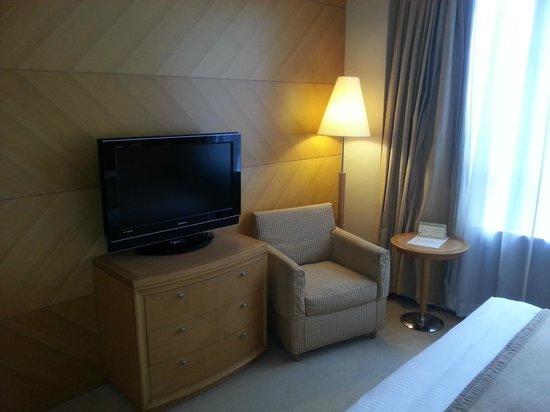 The Salisbury-YMCA of Hong Kong: ベッド正面にあるテレビとソファー