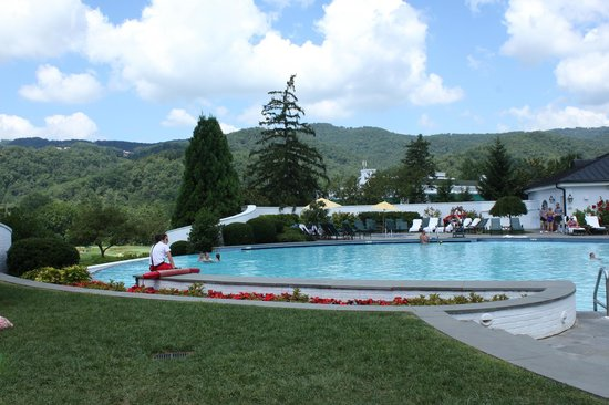 The Greenbrier: The outdoor infinity pool