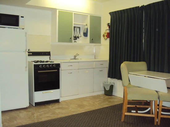 fully equipped kitchen unit with 2 beds Picture of 100