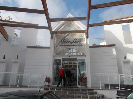 Apartamentos THe Morromar: Entrance to hotel
