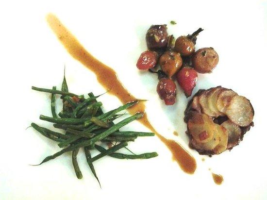 Kura Kura Restaurant: Pomme Anna, Oven Shallot (condiment of 'T Boers' Milk Fed Veal Chop