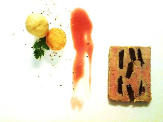 Kura Kura Restaurant: Marble of Foie Gras Papaya Chutney Inclusions Crispy Grapes and Their Gel, Brioche