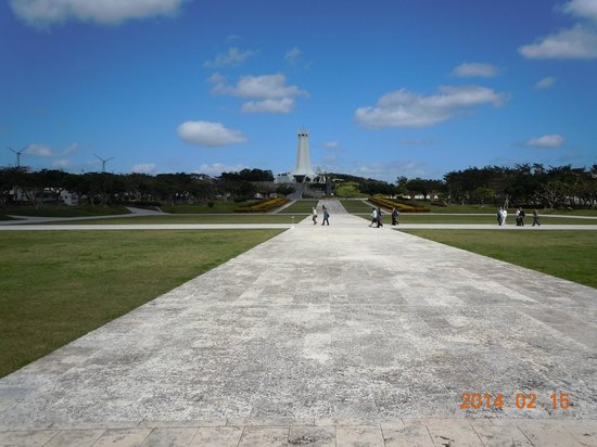 モニュメント側から沖縄平和祈念塔 - Picture of Okinawa Peace Memorial Park, Itoman - TripAdvisor