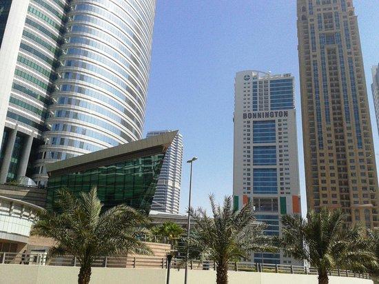 Bonnington Jumeirah Lakes Towers: Вид на отель!