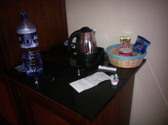 Grand Hotel Gozo: tea & coffee facilities in room
